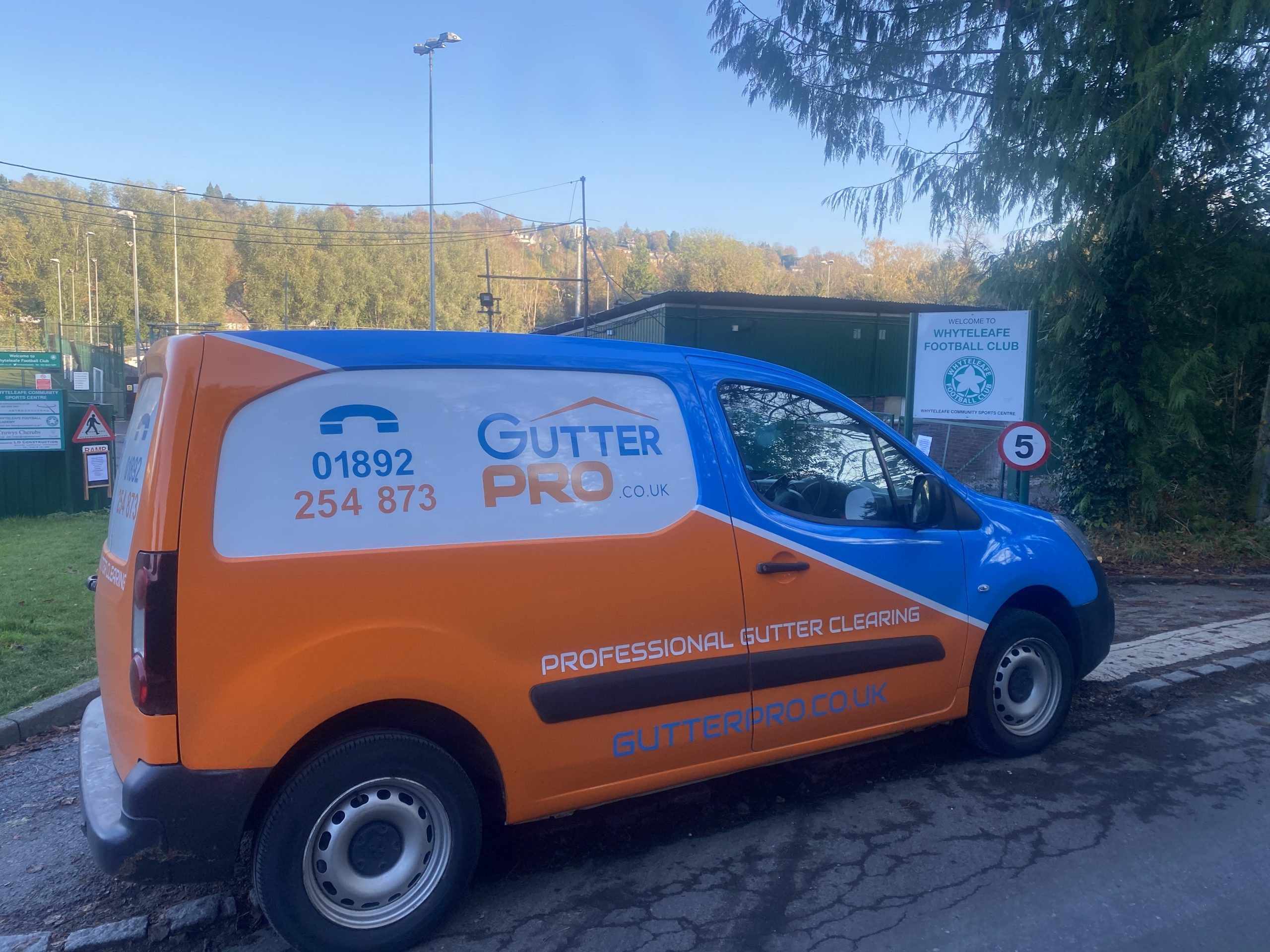 Gutter Cleaning Whyteleafe