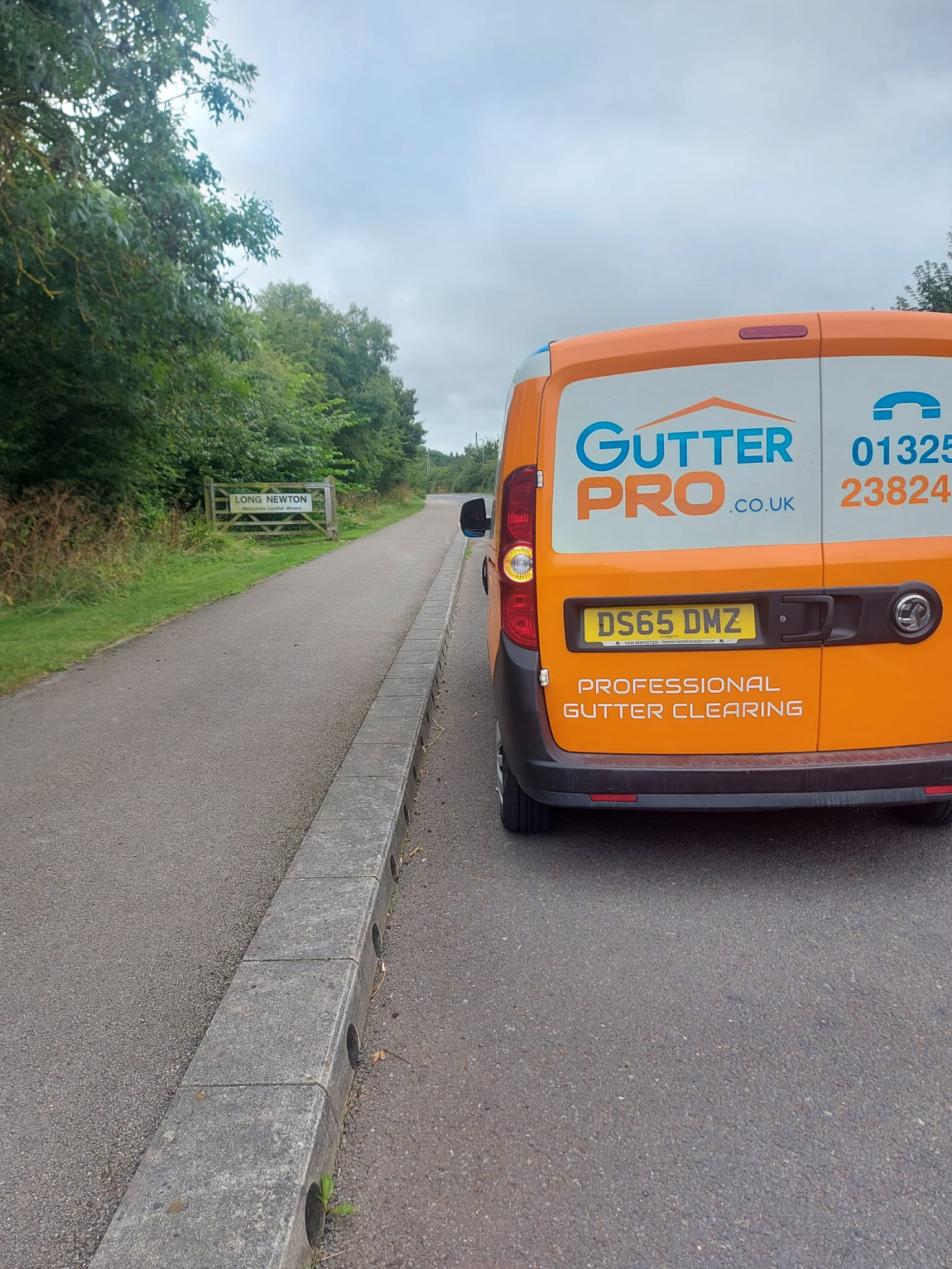 Gutter Cleaning Longnewton